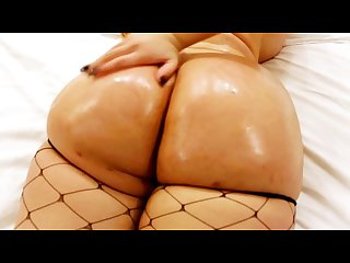 Baby doll twerks her huge ass non stop