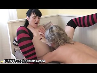 Horny mature mom loves getting her pussy