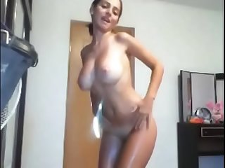 Busty Teen Dances Live on Her Cam - EZSexSearch.com