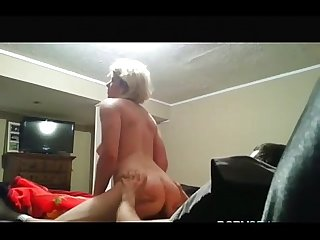 Bed squeacks while fucking hot blonde
