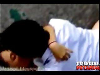 Colegiala es grabada follando con su novio debajo de un puente - DESCARGA AQUI:..