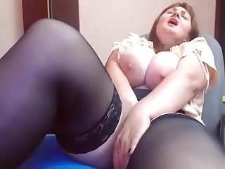 Perfect tits bbe making her pussy cumming so hot on cam