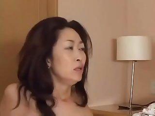 Asiatisch japanische mutter bekommt geilen fick und eine dicke ladung