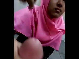 Indo hijab girl Forced to do blowjob and handjob mamihmens ml