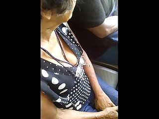 Espiando escote de seora en metro bus spying on old ladys hangers