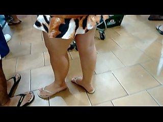 Loirinha Rabuda Gostosa de saia curta
