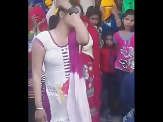 INDIAN FUCKABLE BHABHI DANCE ON ROAD